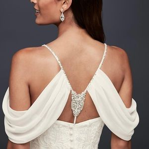 Detachable drape sleeves for gowns